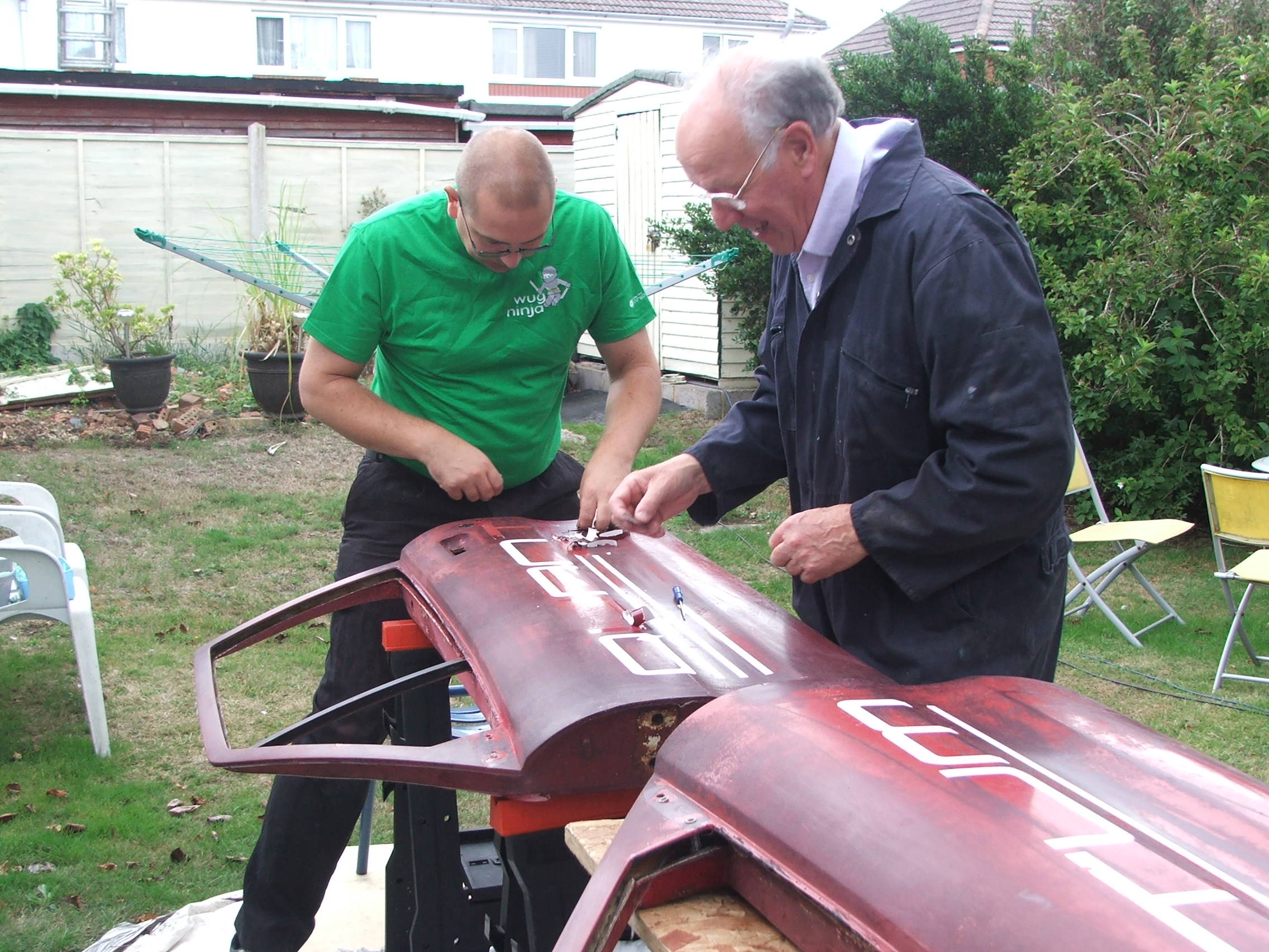 Steve Kodz and David Calderwood stripping the graphics off Quantum Coupé 003